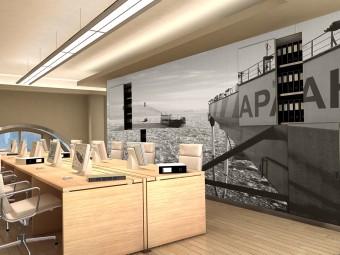 Due grandi immagini della nave VARANDEY in azione rivestono tutta la superficie frontale dell'armadio archivio. Controsoffitti con Illuminazione indiretta realizzata con luci LED. Lampade centrali (ZUMTOBEL).